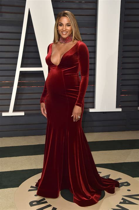 Mcadams Models Beyonce And Kirstens Oscar Dresses In by Stylish Maternity Fashion On The