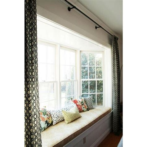 hanging curtains in a bay window 25 best ideas about bay window curtains on