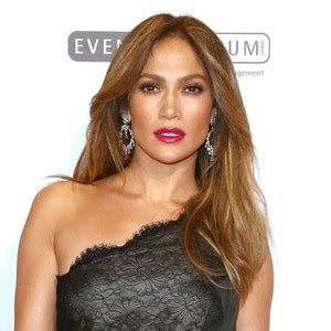 J Lo Signed A Confidentiality Agreement With Former Assistant by Made Partner Casper Smart Sign Non