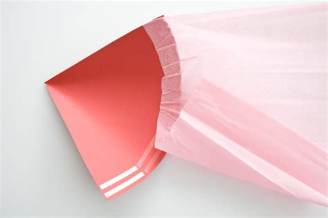 Make A Paper Funnel - バレンタインチョコレートの手作りラッピング方法とアイディア集 interior design box 海外の