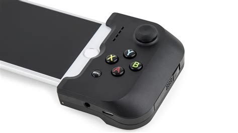 the gamevice is an iphone 7 controller that brings back the headphone the verge