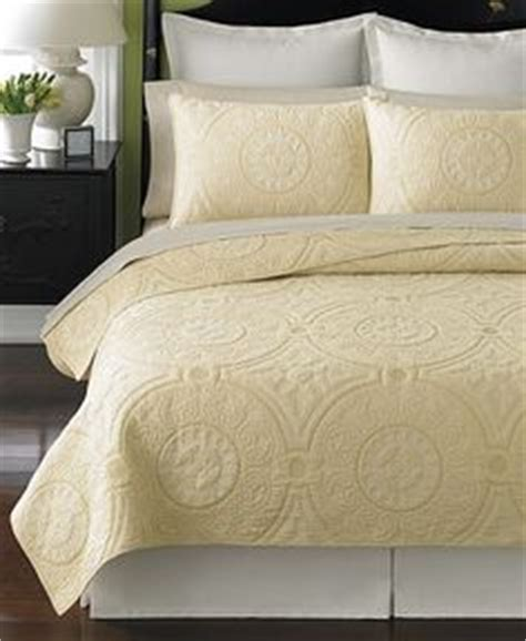 pale yellow comforter 1000 images about yellow gray bedrooms on pinterest