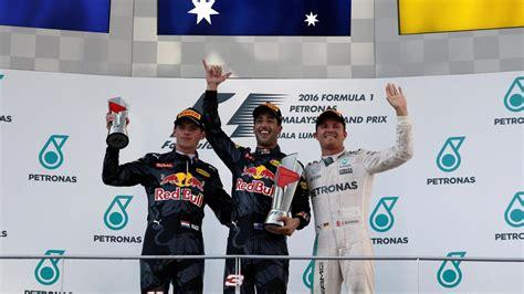 malaysia winner ricciardo wins malaysian grand prix as hamilton flames out