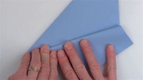 World Record For Paper Folding - ギネス記録保持者が教える 世界で最も遠くまで飛んだ紙飛行機の折り方 gigazine