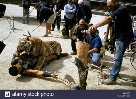 russell crowe gladiator 2000 stock photo royalty free russell crowe tiger gladiator 2000 stock photo royalty