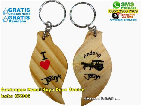Pembuatan Souvenir Gantungan Kunci Sablon Nama 3 gantungan kunci kayu daun sablon souvenir pernikahan