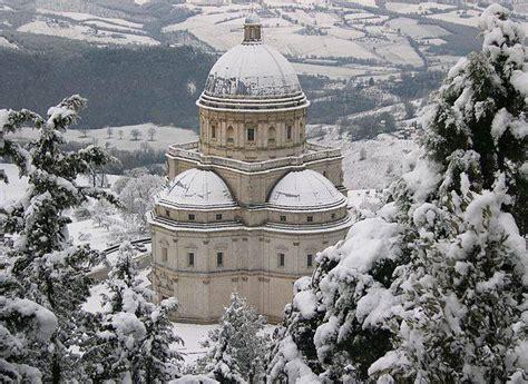 santa della consolazione il tempio della consolazione gira il mondo su un