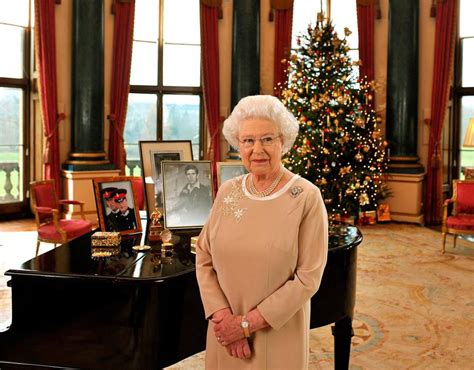 queen elizabeth song queen elizabeth ii music room buckingham palace christmas
