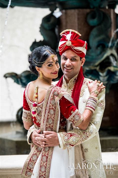 Indian wedding with gorgeous Indian wedding dresses from