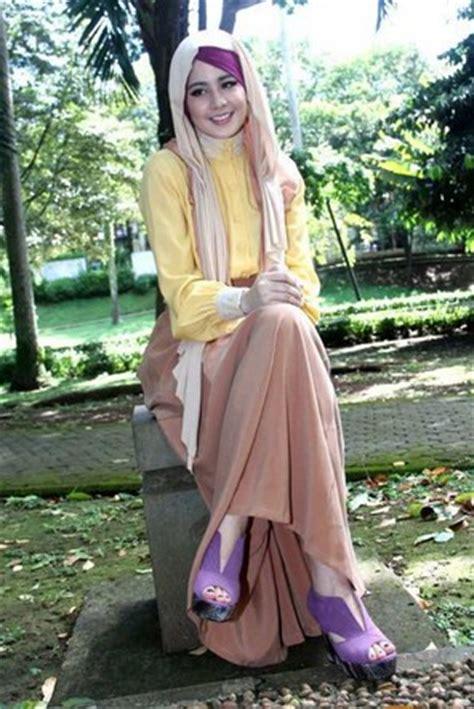 Baju Muslim Syar I Risty Tagor 10 Contoh Model Baju Muslim Artis Risty Tagor