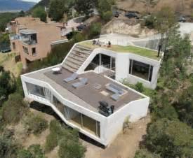Steep Site House Plans qui a dit que le jardin et la terrasse devaient forc 233 ment 234 tre
