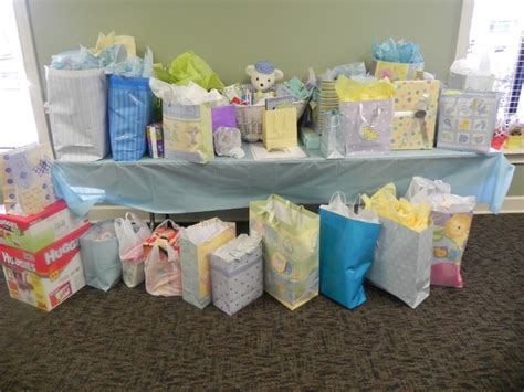 Gifts To Give For Baby Shower by Fail Proof Baby Shower Gifts You Can Buy Onlineher Baby