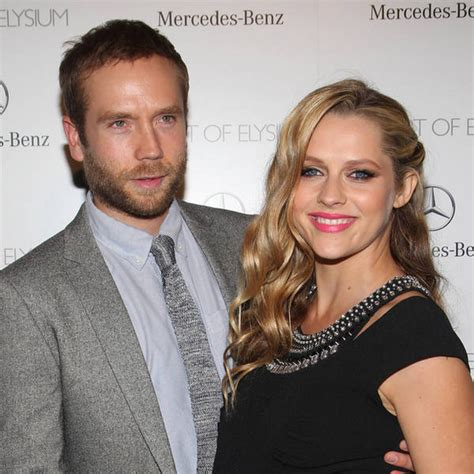 teresa palmer dating pregnant teresa palmer makes marriage legal with second