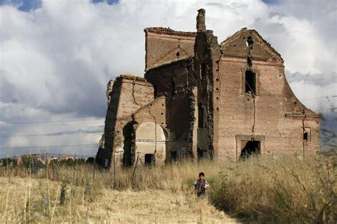 imagenes de iglesias judias fotos una iglesia en ruinas madrid el pa 205 s