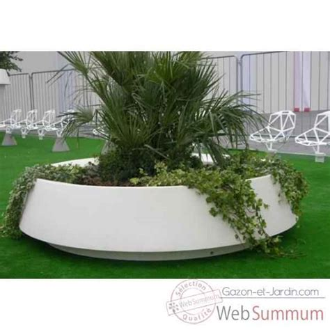 pot jardin design pot de fleurs lumineux dans am 233 nagement jardin sur gazon et jardin