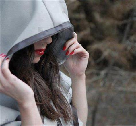 stylish hidden face girl photos stylish girls hiding faces showing hands awesome dp