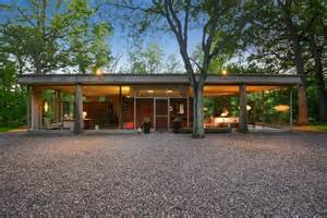 a small mid century modern house in richard the h p davis rockwell glass house mid century home