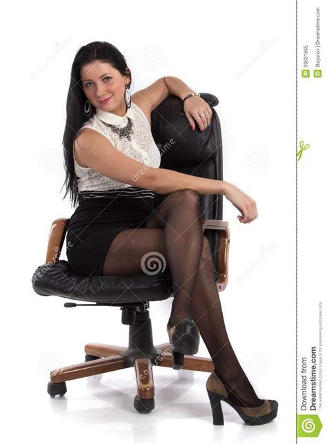 secr騁aire sous le bureau fille de secr 233 taire dans la chaise photo stock image