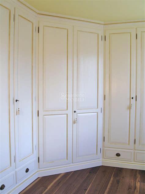 armadi a parete armadio a parete laccato a mano mobilificio segafredo
