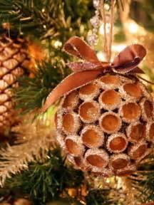 12 cool natural diy christmas ornaments shelterness