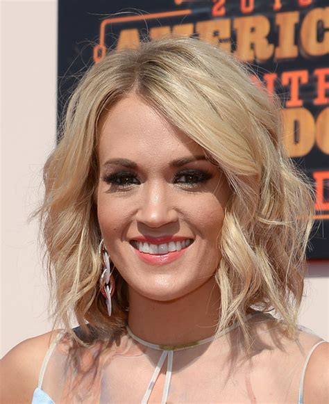 country singer cut hair short carrie underwood medium wavy cut carrie underwood looks