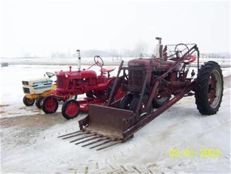 Antique Tractors 1951 Farmall H 1953 Cub 1979 Cub