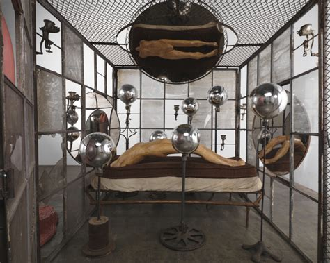 sofa bedeutung louise bourgeois the spider and the cells port magazine