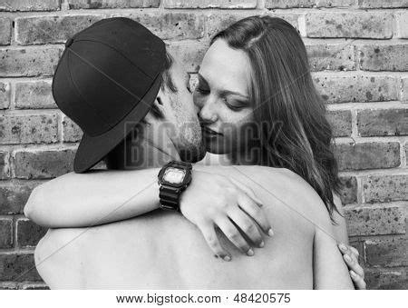 imagenes romanticas de parejas en blanco y negro retrato de la pasi 243 n de la pareja de enamorados blanco y