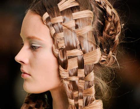 woven hair at the 2011 paris spring alexander mcqueen show paris fashion week spring 2011 alexander mcqueen hair