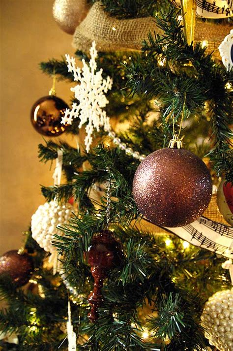 christmas tree mantel decorations and more living rich