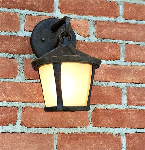 changing outdoor light fixture changing outdoor light fixture changing the light bulb