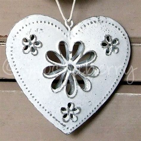 vintage white tin heart with daisies vintage hearts