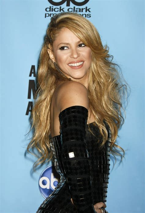 Shakira Hairstyle by Shakira Side Sweep Hairstyles Lookbook Stylebistro