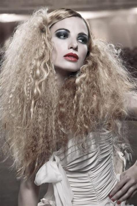 dramatic  theatrical hairstyles   year fryzury