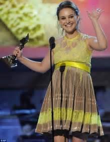 spirit awards 2011 natalie portman wins best actress and