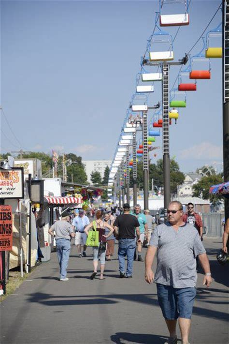 vendors visitors get early start at bloomsburg fair local news dailyitem com
