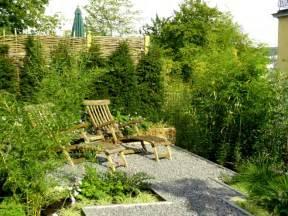 schmaler garten kleiner garten reihenhausgarten bilder beispiele