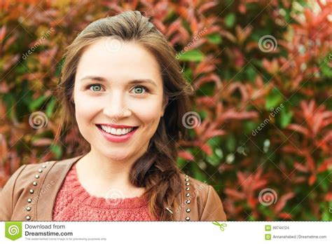 Hairvstylesbforvfullerfacedb60 Year Old Women | portrait of young 25 30 year old woman stock photo image