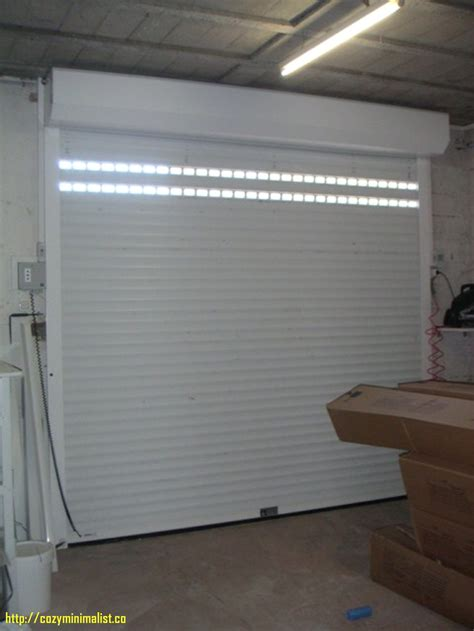 porte de garage castorama sur mesure porte de garage enroulable chez castorama maison travaux