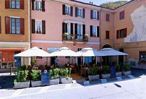 ristorante porto ceresio picture of caffe della piazza di porto ceresio porto