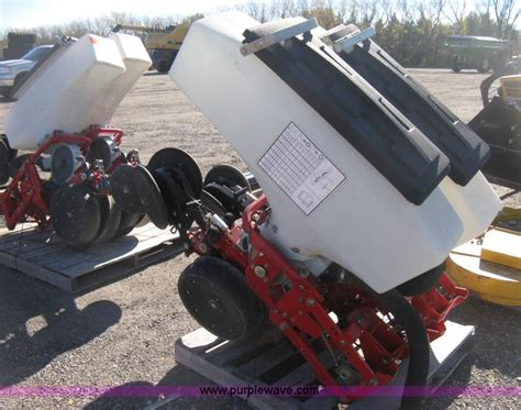 White 8000 Series Planters by 6 White 8000 Series Planter Row Units No Reserve