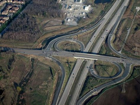 Dumbell Carrefour stunning highway interchanges 23 pics izismile