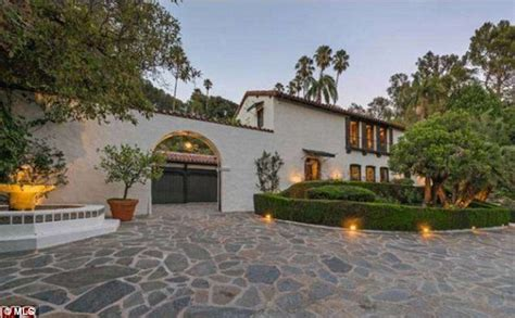 robert pattinson sells home he shared with kristen stewart for 6 37m daily mail