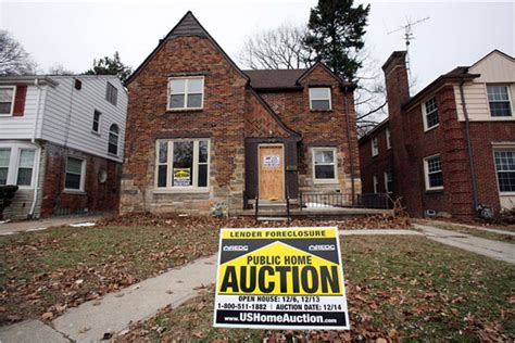 after wave of foreclosures city of detroit struggles to