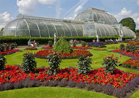 file flowers in front of the palm house kew gardens jpg
