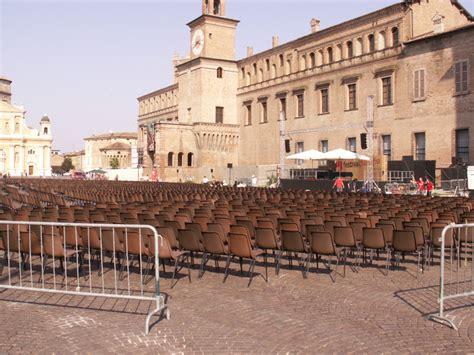 noleggio tavoli e sedie prezzi noleggio sedie e tavoli per ogni evento noleggio service