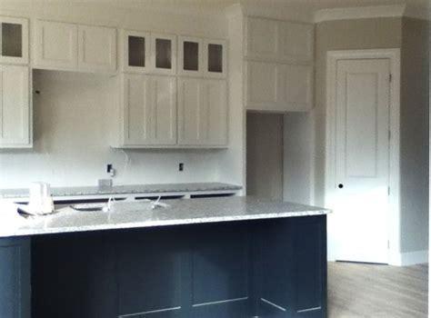 need help on door knob/handles in kitchen