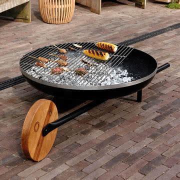 feuerschale zum grillen barrow feuerschale mit grillfunktion konstantin slawinski