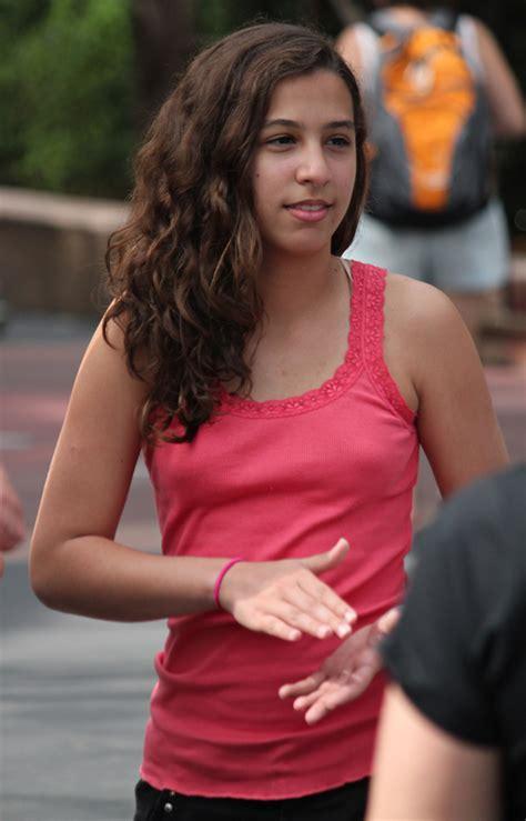 young girl no bra perky braless teen pokies mmmmmmmmmmmmm shes sexy