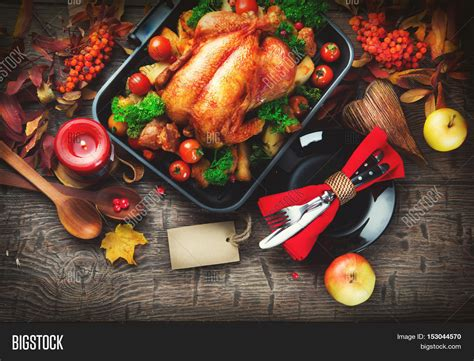 thanksgiving table with turkey imagen y foto thanksgiving dinner thanksgiving bigstock